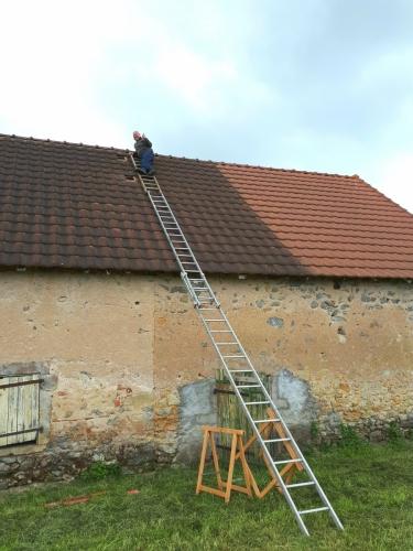 Het dak op voor de gaten van de doorvoer