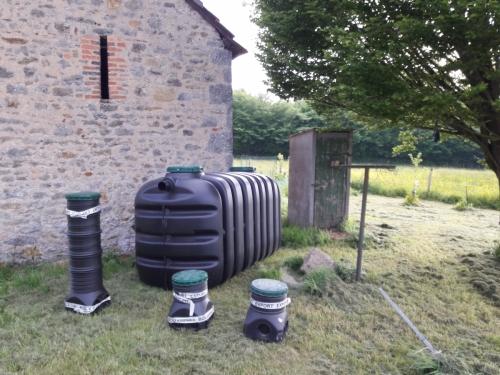 De nieuwe fosse naast de oud put (onder het buiten wceetje  :-)